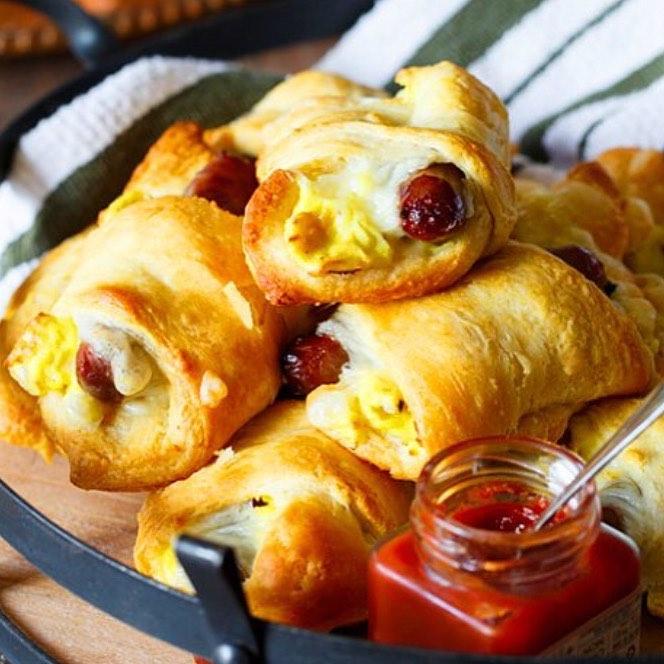 Kahvaltıda börek dediğin içinde her şeyi bulundurur!