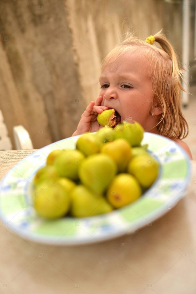incir yiyen çocuk ile ilgili görsel sonucu