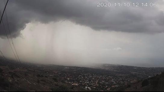 Yunanistan'ın Girit adasına bağlı Malia bölgesinde şiddetli sağanak yağmur nedeniyle sel baskını yaşandı